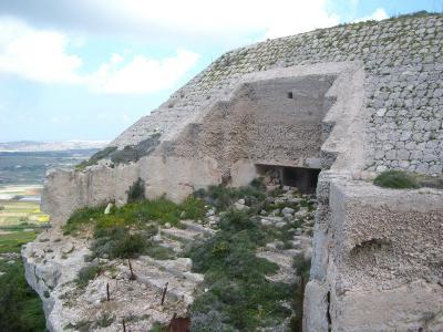 Victoria Lines Malta Kuncizzjoni to Bingemma Fort guide walk trek hike