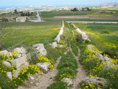 dwejra lines targa gap Victoria Lines Malta walk hiking treking route maltese path guide