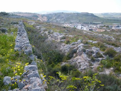 guide to walking at Naxxar the route along the Victoria Lines Malta